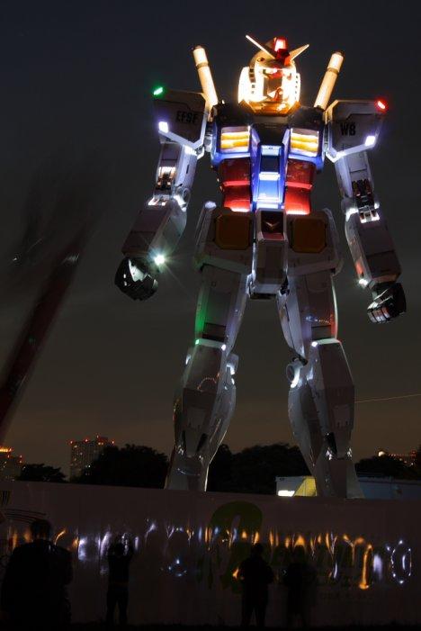 42455__468x_lifesized-gundam-night
